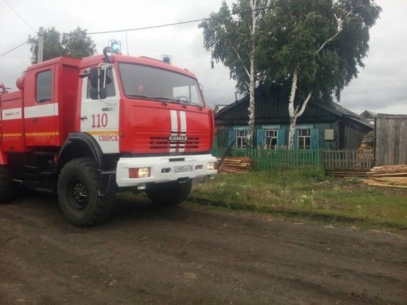 Огнеборцы Свирска спасли на пожаре пенсионера